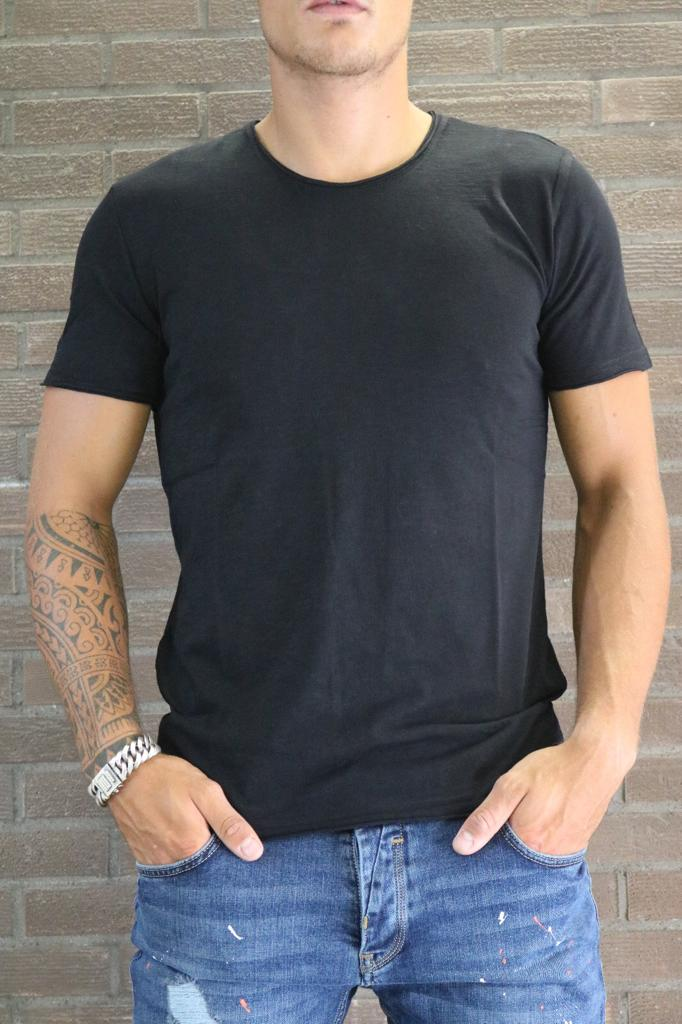 Basic round black T-shirt