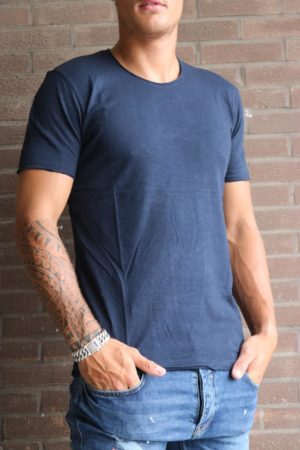 Basic round dark blue T-shirt